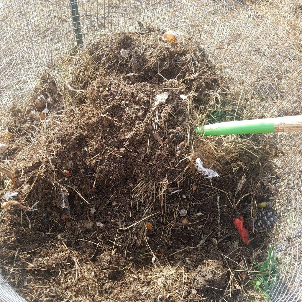 easy backyard composting