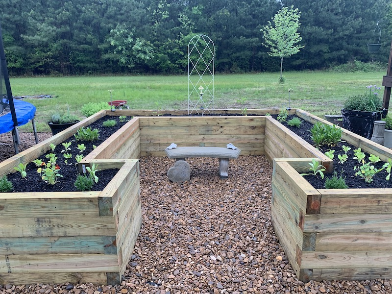 U shaped raised bed garden