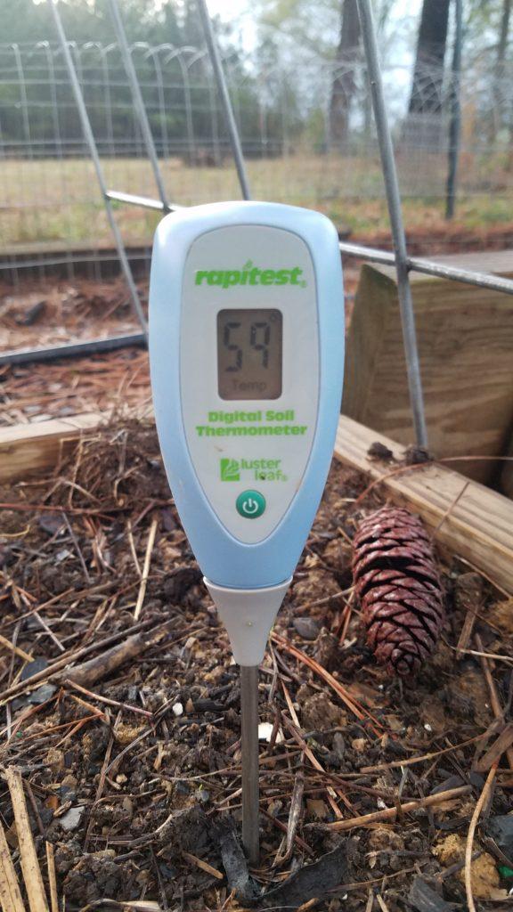 termometro per testare la temperatura del suolo
